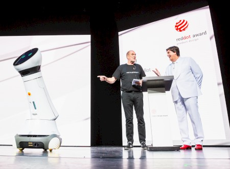 "3 – Red Dot Gala > Anmoderation zum ""Red Dot: Design Team of the Year 2018"" von Care-O-bot 4, Nils Holger Moormann und Prof. Dr. Peter Zec"